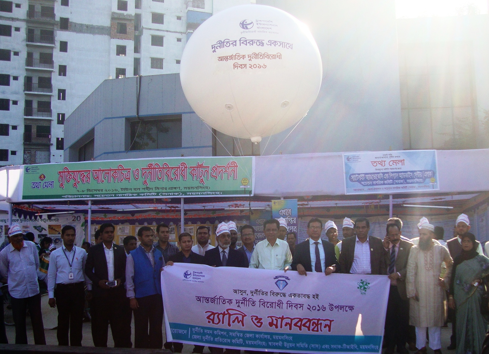 international anti corruption day call for concerted efforts meanwhile in collaboration anti corruption commission acc fixed helium gas balloons were flown in prominent locations of eight divisional cities